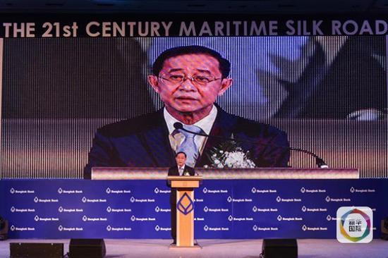 """泰国交通部长阿空在""""灿烂未来—21世纪海上丝绸之路中泰论坛""""上讲话。(新华社记者李芒茫摄)"""