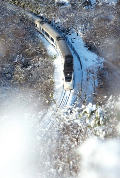 """""""开往春天的列车""""变雪国列车:美景依旧"""