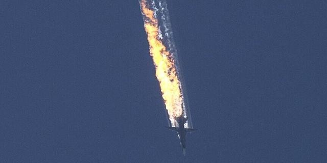 实拍俄军苏24战机被击落坠毁瞬间