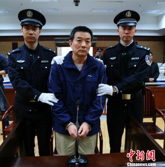 检举厅长副市长 广西交通厅原副厅长廖小波二审获轻判 图为廖小波接受宣判 吴斌 摄