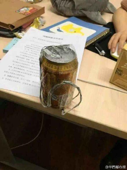 图为男子自制的易拉罐炸弹