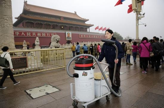 北京吸霾第84天,坚果兄弟在天安门广场功课