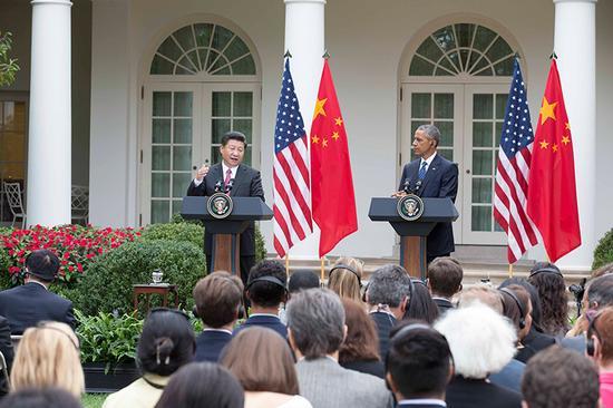 图为:2015年9月25日,国度主席习近平在华盛顿同美国总统奥巴马举办会谈。谈判后,两国首脑独特会晤记者。