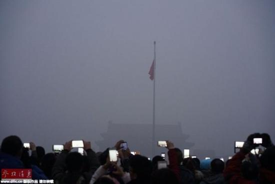 雾霾中的北京天安门