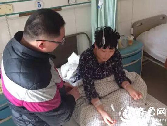 徐教师称被殴伤半小时,头发也因整理不开自愿剪成了长发。(视频截图)