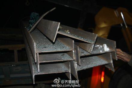 三轮车载钢材