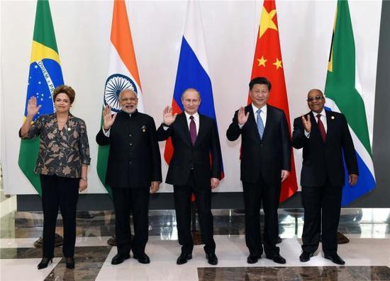 11月15日,金砖国家领导人非正式会晤在土耳其安塔利亚举行,国家主席习近平、俄罗斯总统普京、印度总理莫迪、南非总统祖马、巴西总统罗塞夫出席。新华社记者 饶爱民 摄