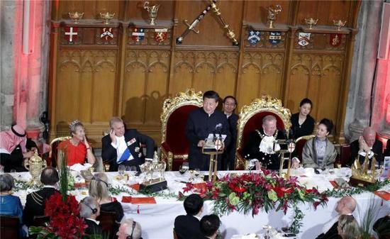 当地时间10月21日,国家主席习近平在伦敦金融城市政厅发表题为《共倡开放包容 共促和平发展》的重要演讲。 新华社记者 鞠鹏摄