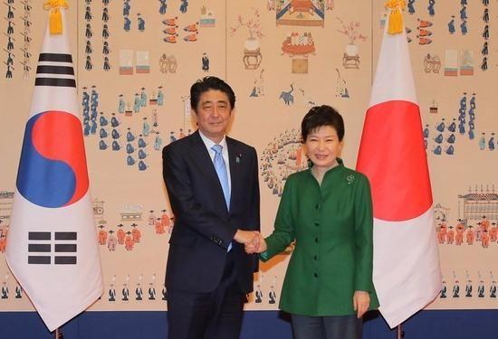安倍与朴槿惠会晤