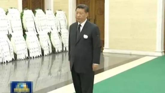 习近平出席万里同志的追悼会