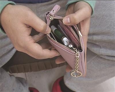 偿还钱包时,钱物都在。