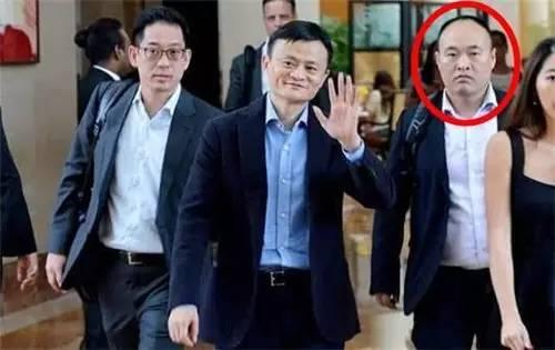 马云与李天金(右一)
