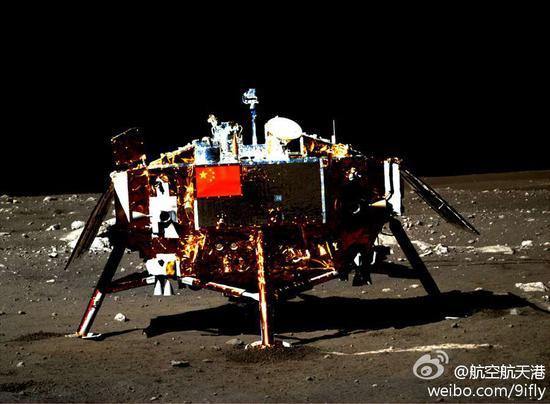 22日清晨,嫦娥三号着陆器与巡查器停止了第五次互拍,初次传回着陆器照顾五星红旗的明晰全景相片,两器互拍使命满意结束。