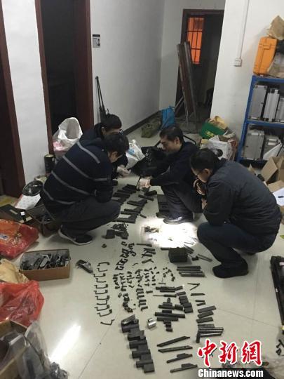 南宁警方在宾阳查获的其中一个枪支加工窝点。 罗志桥 摄
