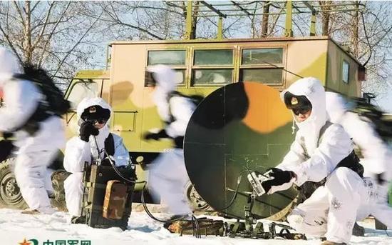 第16团体军某旅通讯连将胡匪拉到林海雪原,睁开卫星站开设、数值搜集与散发等课目锻炼,磨炼部队酷寒前提下通讯保证才能