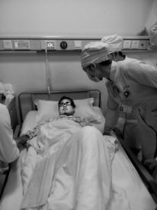 崔飞肝衰后在医院就诊