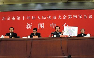 昨天,市十四届人大四次集会举办公布会,市环保局、水务局、城管法律局关联担任人答复记者发问。新京报记者 王贵彬 摄