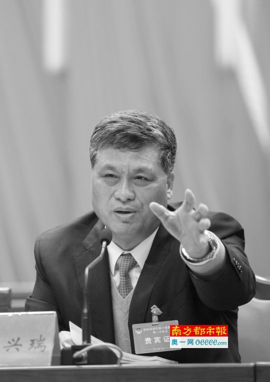昨日,深圳政协六届二次会议开幕,大会发言环节结束后,深圳市委书记马兴瑞发表讲话。南都记者 霍健斌 摄