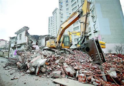 昨天,虹口区新市北路6000余平方米违建被撤除。 /晨报记者 竺钢