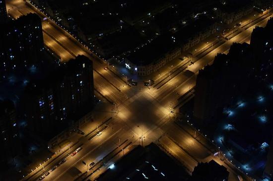 警用直升机升空航拍北京 除夕夜马路空无一人