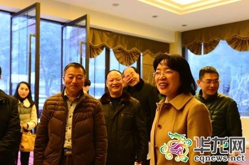 綦江区委书记潘毅琴冒雪看望干部职工
