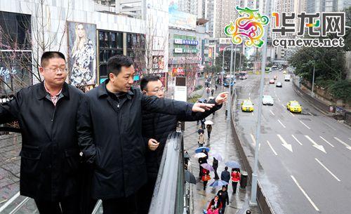 九龙坡区委书记丁洪调研杨家坪商圈板块