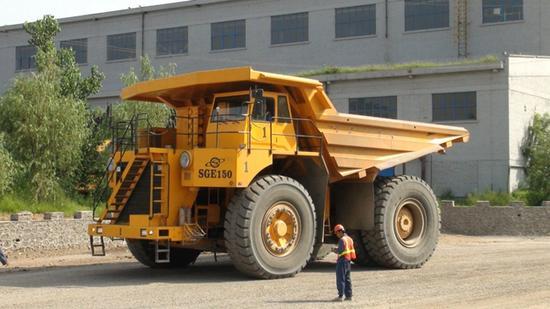 水厂铁矿内应用的同范例矿车。图片来自网页