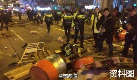 香港旺角暴乱。央视