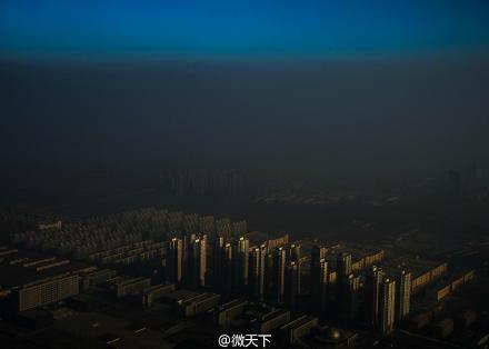 中国摄影师张磊的作品《雾霾在中国》获得当代热点类单幅一等奖