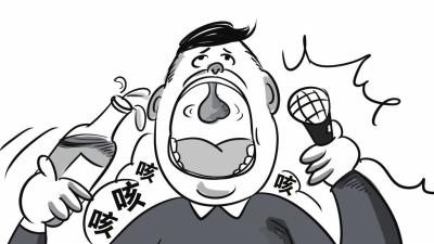 原标题:老汉喝酒后飙高音 唱河南梆子险丢命   河南老汉刘中原(化名)来汉走亲戚,高兴过头喝了不少酒,还飙高音唱河南梆子,谁知胸口疼痛险些酿成悲剧。原来,他患上主动脉夹层,心脏主动脉被撕裂,幸好经及时抢救转危为安。   62岁的刘中原是河南人,10年前,他在一次体检中查出高血压,由于没明显症状,每次量血压的结果也就高出正常值一点,他就没太在意,从没吃过降压药。   元宵节前,退休在家的刘中原专程坐火车来到武汉的弟弟家走亲戚。元宵节当晚刘中原和弟弟多喝了几杯,还兴奋地飙高音唱起了河南梆子。谁知唱到一半时