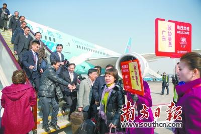 1日下午,首批住粤天下政协委员抵京。 南边日报特派记者 李细华摄
