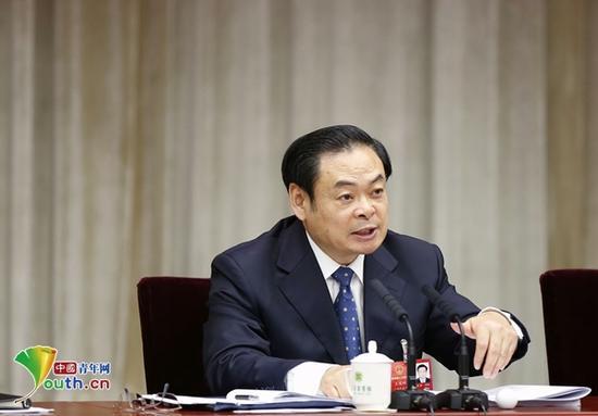 3月6日下午,山西代表团团组开放日上,山西省委书记王儒林回答记者提问。中国青年网记者 李延兵 摄