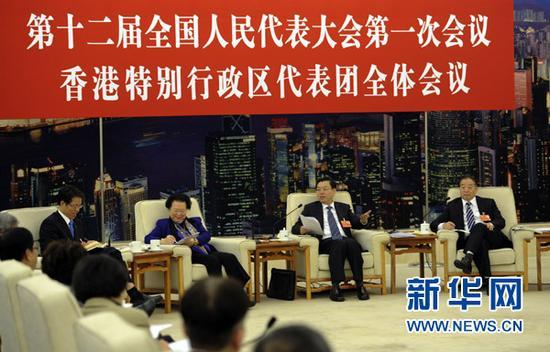 往年,张德江会见港区全国人大代表团。