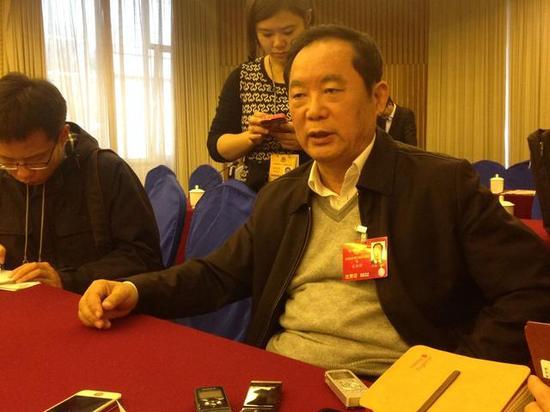 △ 全国政协民族和宗教委员会主任朱维群接受本网记者专访 中国西藏网 刘莉 摄