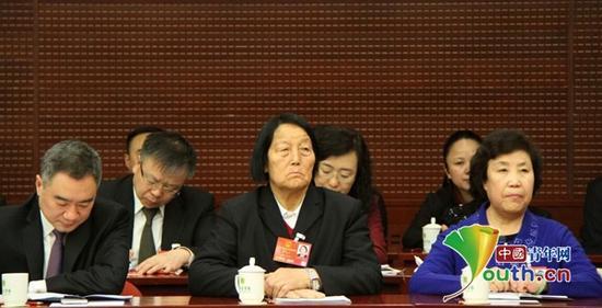 全国人大代表申纪兰在山西团第一次全体会议上。中国青年网记者 李延兵摄