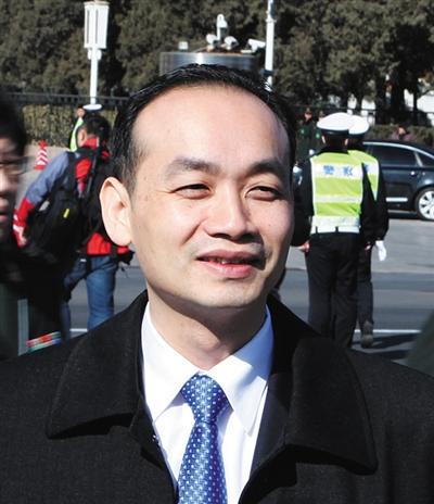 天下人大代表、深圳市龙岗区南岭村社区居委会主任 张育彪