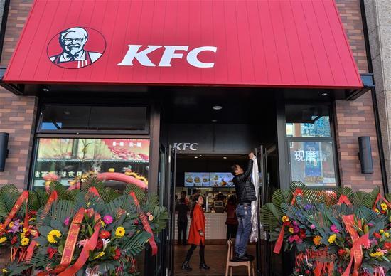 3月8日,肯德基在西藏拉萨正式开业运营。当日,美国跨国连锁餐厅――肯德基在西藏拉萨正式开业运营,成为首家成功进驻世界屋脊的国际餐饮知名品牌。