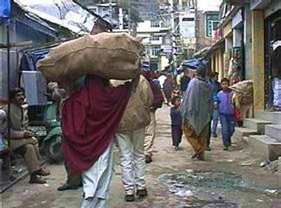 """上任5年,""""首席噶伦""""热衷的并不是改善普通流亡藏人的生活环境。"""