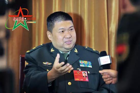 专访政协委员毛新宇。束缚军报融媒体记者 李爱明 摄