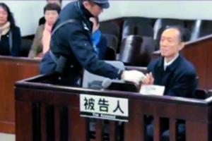深圳市政府原秘书长、南方科技大学原副书记李平昨在广州中院受审。信息时报记者 陈引 翻拍(视频截图)
