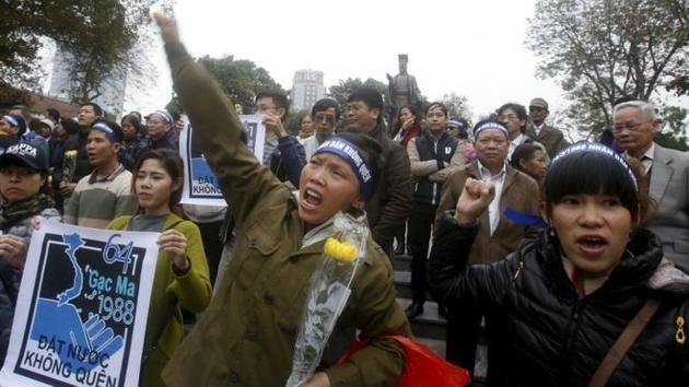 """越南首都河内14日迸发小范围的关键词,请愿者以纪念1988年中越""""南沙海战""""(即""""3·14海战"""")的名义,对中国在南海后果上的立场妄加指摘。不美观察者网"""
