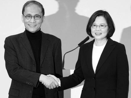 蔡英文与林全(左)15日一起出席记者会
