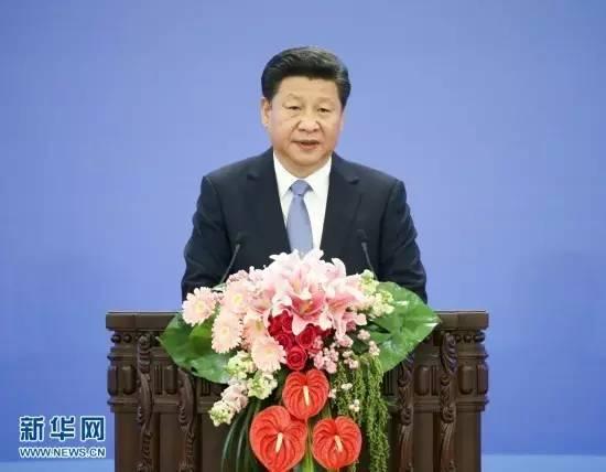 图为:2015年10月16日,2015减贫与发展高层论坛在北京人民大会堂举行。国家主席习近平出席论坛并发表题为《携手消除贫困促进共同发展》的主旨演讲。