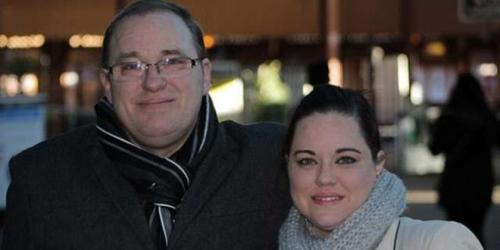 近日,失散28年的父女俩终于见面,激动相拥痛哭。