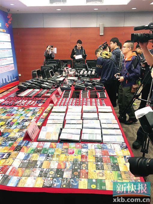 """警方在""""飓风1号""""专案行动中缴获的部分物品。"""