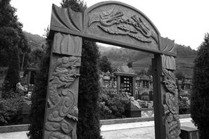 宁波一义冢规整的墓位 材料图像