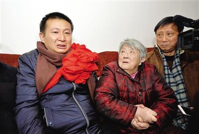 2月2日,四川绵竹市,提及这些年的申冤路,陈满抽泣起来。此前一天,因杀人被判下狱23年的他无罪开释