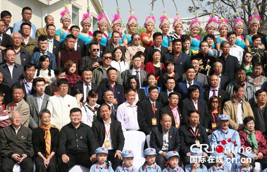 万海峰大将、朱德儿媳赵力平、中共延安五老研讨指导等佳宾合影。