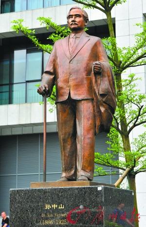 孙中山铜像