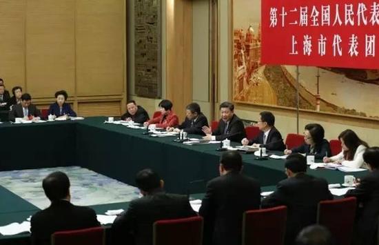 2016年3月5日,习近平加入十二届天下人大四次集会上海代表团的审议。
